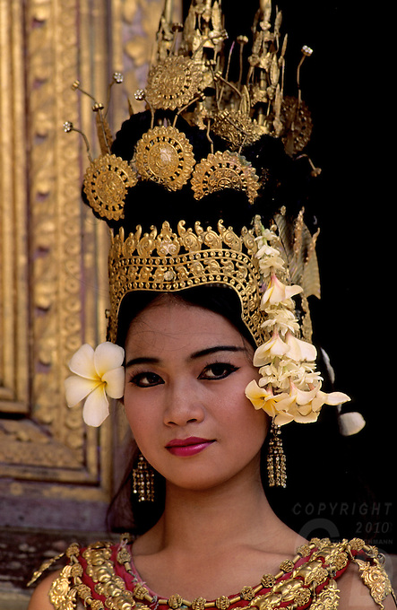 Apsara traditional dancer, in the Royal performance hall of the Grand Palace in Phnom penh, Cambodia