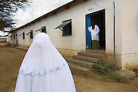 Somaliland. Waqohi Galbed province. Hargeisa. Tubeculosis (TB) hospital. Ward A. Two muslim nurses, one covers her hair with a white veil, the other her face  with the traditional nikab. The Global Fund through the ngo ( Non-governmental organization ) World Vision supports the programm with a Tuberculosis grant (financial aid). Somaliland is an unrecognized de facto sovereign state located in the Horn of Africa. Hargeisa is the capital of Somaliland. © 2006 Didier Ruef