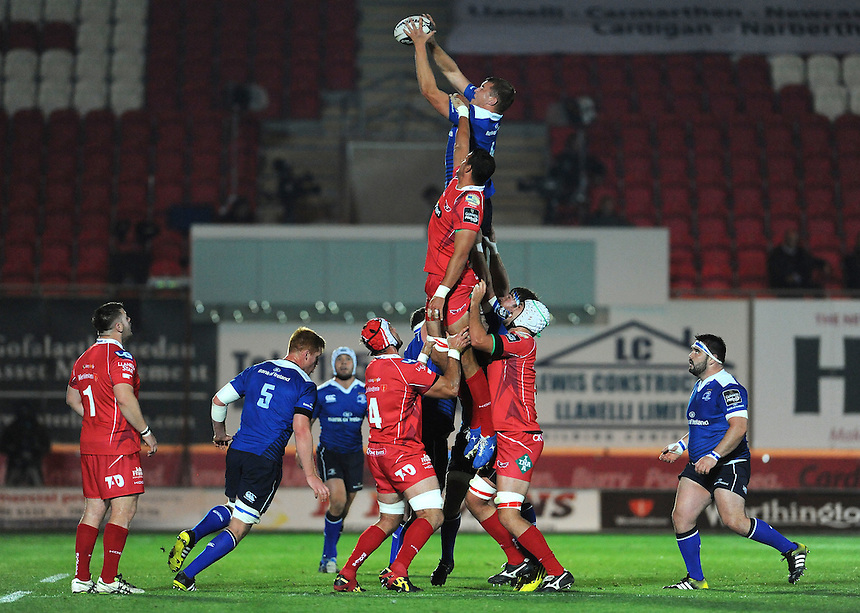 Leinster's Ross Molony claims the lineout<br /> <br /> Photographer Ian Cook/CameraSport<br /> <br /> Rugby Union - Guinness PRO12 - Scarlets v Leinster - Friday 16th October 2015 - Parc y Scarlets - Llanelli<br /> <br /> &copy; CameraSport - 43 Linden Ave. Countesthorpe. Leicester. England. LE8 5PG - Tel: +44 (0) 116 277 4147 - admin@camerasport.com - www.camerasport.com