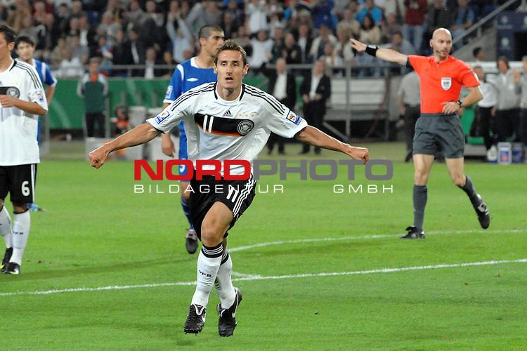 Fussball, L&permil;nderspiel, WM 2010 Qualifikation Gruppe 4 in Hannover 09.09.2009<br /> Deutschland (GER) vs. Aserbaidschan ( AZE )<br /> <br /> Miroslav Klose (#11 Bayern M&cedil;nchen Deutsche Nationalmannschaft) erzielt das 2:0. Jubel.<br /> <br /> Foto &copy; nph (  nordphoto  )<br />  *** Local Caption *** <br /> <br /> Fotos sind ohne vorherigen schriftliche Zustimmung ausschliesslich f&cedil;r redaktionelle Publikationszwecke zu verwenden.<br /> Auf Anfrage in hoeherer Qualitaet/Aufloesung