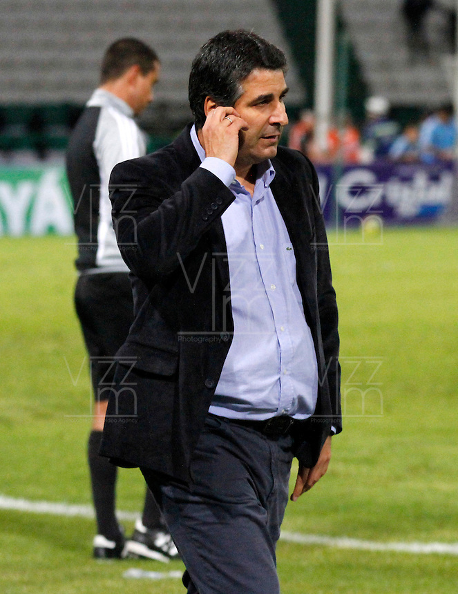 MANIZALES -COLOMBIA- 04 -12 -2013. Santiago Escobar director tecnico del Once Caldas. Accion de juego entre los equipos Once Caldas contra Deportivo Pasto , encuentro de los cuadrangulares finales de la Liga Postobon jugado en el estadio Palogrande  /  Santiago Escobar coach  of Once Caldas. Action game between teams Once Caldas vs Deportivo Pasto, meeting the end-runs Postobon League played in the stadium Palogrande.Photo: VizzorImage / Santiago Osorio / Stringer