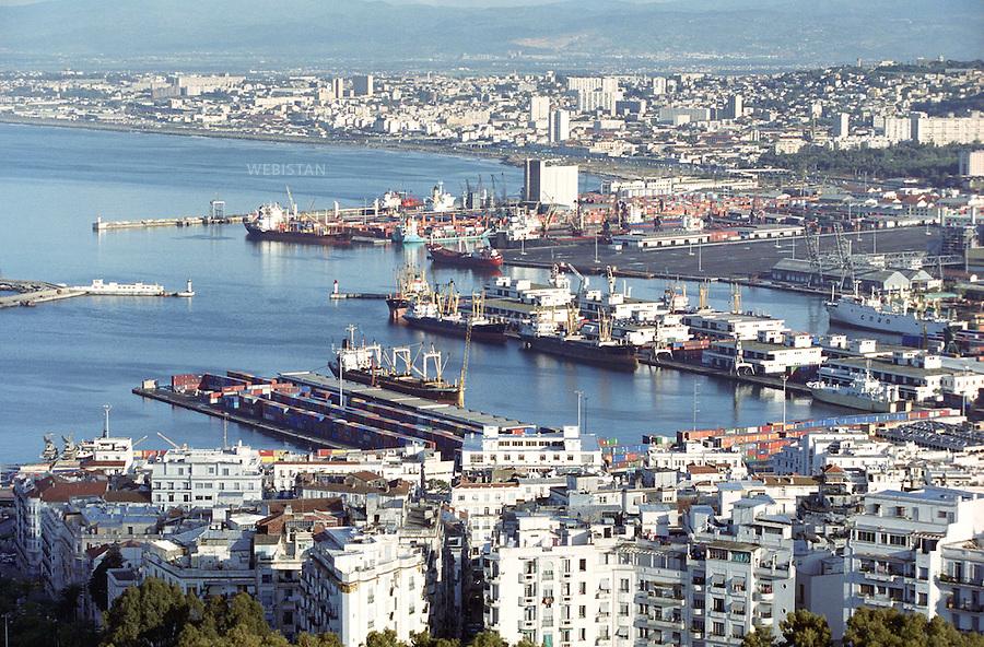 1999. Algeria. Algiers. Cityscape with the harbour. Algérie. Alger. Vue générale de la ville et du port.
