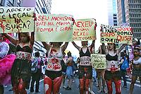 Manifestaçao de mulheres em protesto contra projeto de lei do aborto de autoria de Eduardo Cunha.  Avenida Paulista. Sao Paulo. 2015. Foto de Euler Paixão.