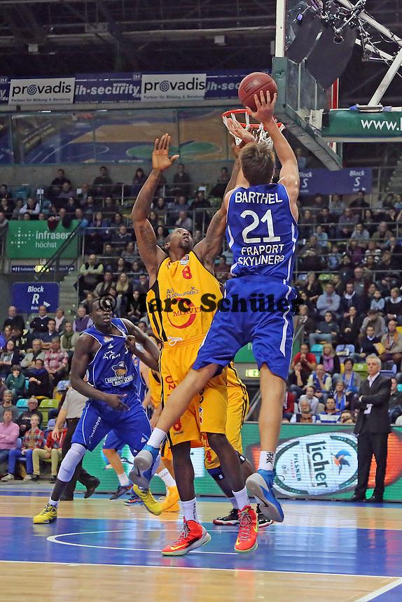 Danilo Barthel (Skyliners) gegen Brandon Bowman (Vechta) - Fraport Skyliners vs. Rasta Vechta, Fraport Arena Frankfurt