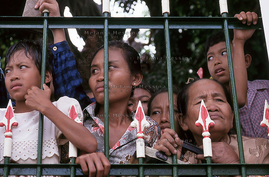 Yogyakarta,Indonesia, people behind the gates of the palace of the Sultan to attend the celebration of the birth of Muhammad.<br />
