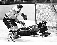 California Golden Seals Gary Croteau tries to score past LA Kings goalie Gary Edwards. (1972 photo/Ron Riesterer)