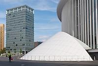 Place de l'Europe: La philharmonie du Luxembourg et la tour A de la Porte de l'Europe.