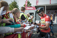 World Champion Peter Sagan (SVK/Tinkoff) takes plenty of time to say hi & sign autographs to the many school kids that showed up at the start of the stage in Aalter (Belgium).<br /> Sagan is the true kids champion.<br /> <br /> 12th Eneco Tour 2016 (UCI World Tour)<br /> stage 4: Aalter - St-Pieters-Leeuw (202km)