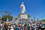 Romeiros em visita a estatua de Padre Cicero em Juazeiro do Norte. Ceara. 2013. Foto de Levi Bianco.
