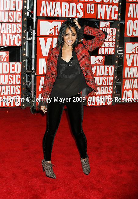NEW YORK, New York - September 13: Singer Fefe Dobson arrives at the 2009 MTV Video Music Awards at Radio City Music Hall on September 13, 2009 in New York, New York.