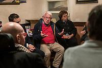 Ostia, 2 Novembre, 2017. Franco de Donno, uno dei candidati civici, incontra alcuni cittadini di Ostia durante la campagna elettorale