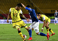 BOGOTA - COLOMBIA - 22 – 03 - 2018: Santiago Montoya (Der.) jugador de Millonarios disputa el balón con Juan David Rios (Izq.) jugador de Alianza Petrolera, durante partido aplazado de la fecha 8 entre Millonarios y por la Liga Aguila I 2018, jugado en el estadio Nemesio Camacho El Campin de la ciudad de Bogota. / Santiago Montoya (R) player of Millonarios vies for the ball with Juan David Rios (L) player of Alianza Petrolera, during a posponed match of the 8th date between Millonarios and Alianza Petrolera, for the Liga Aguila I 2018 played at the Nemesio Camacho El Campin Stadium in Bogota city, Photo: VizzorImage / Luis Ramirez / Staff.