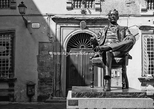 Statue of Giacomo Puccini, Lucca  - Tuscany  - 28/04/16 - MANDATORY CREDIT:  Ray Lawrence Photography, www.raylawphoto.co.uk  - Self billing applies where appropriate -info@raylawphoto.co.uk, 07774985144  - NO UNPAID USE