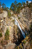 Frankreich, Provence-Alpes-Côte d'Azur, Saint-Martin-Vésubie: Wasserfall vom Lac du Boréon in den franzoesischen Seealpen im Nationalpark Mercantour (Parc national du Mercantour)  | France, Provence-Alpes-Côte d'Azur, Saint-Martin-Vésubie: waterfall from Lac du Boréon, lake in the French Maritime Alps at Mercantour National Park (Parc national du Mercantour)