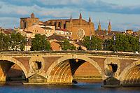 Europe/France/Midi-Pyrénées/31/Haute-Garonne/Toulouse:  les bords de la Garonne, le Pont-Neuf et l'église Notre-Dame la Dalbade