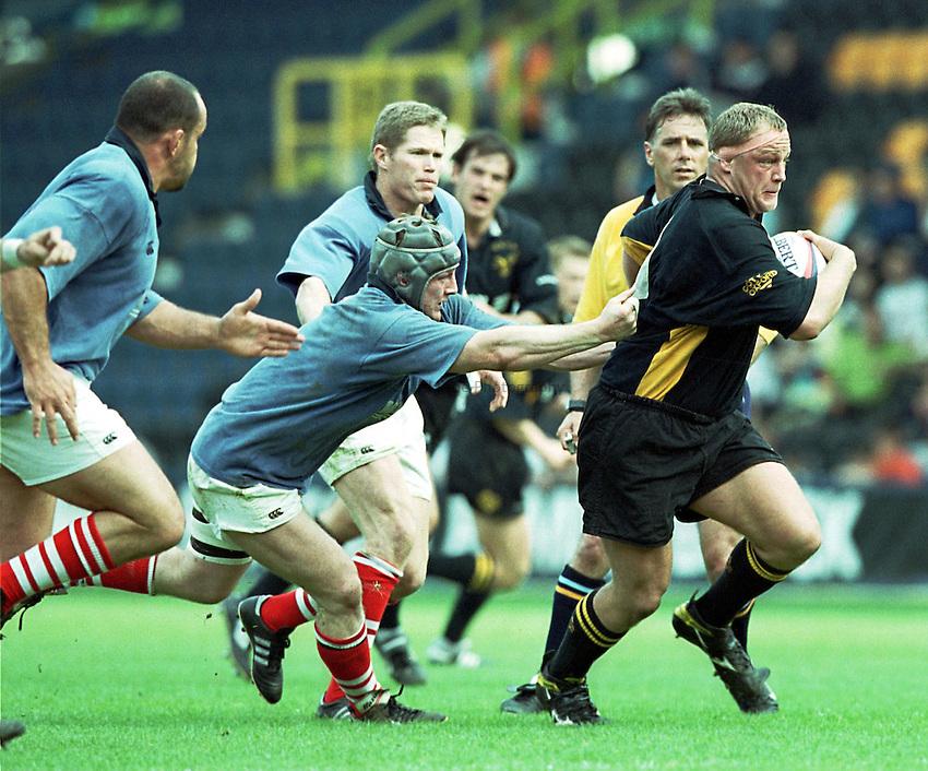 Photo. Richard Lane.Wasps v London Scottish. 2/5/99..Will Green breaks for Wasps.