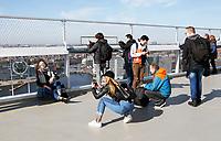 Nederland  Amsterdam - 2017 . 5de editie Open Toren Dag. 28 historische en hedendaagse torens openen hun deuren. Bezoekers op de A'Dam Toren.  Foto Berlinda van Dam / Hollandse Hoogte