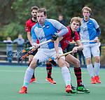 ZEIST- Christiaan Stroboer (Hurley) met Jort Marree (Schaerweijde)   promotieklasse hockey heren, Schaerweijde-Hurley (4-0)  COPYRIGHT KOEN SUYK
