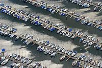 4415/ Yachthafen Wedel: EUROPA, DEUTSCHLAND, SCHLESWIG- HOLSTEIN, WEDEL, (GERMANY), 10.08.2007: Yachthafen Wedel, Boot, Steg, Segeln, Hafen, Ferien, Hafenstadt, anlegen, ablegen, Liegeplatz, Hobby, Wassersport, Lager, lagern, Yachten, Club, Verein, Miete, mieten, Luftbild, Luftaufnahme, Luftansicht.c o p y r i g h t : A U F W I N D - L U F T B I L D E R . de.G e r t r u d - B a e u m e r - S t i e g 1 0 2, 2 1 0 3 5 H a m b u r g , G e r m a n y P h o n e + 4 9 (0) 1 7 1 - 6 8 6 6 0 6 9 E m a i l H w e i 1 @ a o l . c o m w w w . a u f w i n d - l u f t b i l d e r . d e.K o n t o : P o s t b a n k H a m b u r g .B l z : 2 0 0 1 0 0 2 0  K o n t o : 5 8 3 6 5 7 2 0 9.C o p y r i g h t n u r f u e r j o u r n a l i s t i s c h Z w e c k e, keine P e r s o e n l i c h ke i t s r e c h t e v o r h a n d e n, V e r o e f f e n t l i c h u n g n u r m i t H o n o r a r n a c h M F M, N a m e n s n e n n u n g u n d B e l e g e x e m p l a r !.