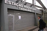 PORTO ALEGRE, RS,21.07.2016 - TRANSPORTE-RS - Metrovi&aacute;rios da Trensurb realizam paraliza&ccedil;&atilde;o nas 8h30 &aacute;s 17h30 nos trens que operam entre Porto Alegre e o Vale do Sinos, no Rio Grande do Sul, nesta quinta-feira, 21. A categoria espera reajuste salarial e outras reivindica&ccedil;&otilde;es feitas &agrave; empresa Trensurb.<br /> (Foto: Naian Meneghetti /Brazil Photo Press)