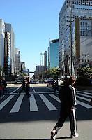 SAO PAULO, 18 DE MAIO DE 2012 - CLIMA TEMPO SP - Manha fria e ensolarada na capital paulista, na regiao da Avenida Paulista nesta sexta feira. FOTO: ALEXANDRE MOREIRA - BRAZIL PHOTO PRESS