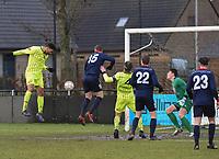 SK ZWEVEZELE - SV OOSTKAMP :<br /> Abdoullah Omari (L) opent met een kopbal via de grond de score voor Zwevezele<br /> <br /> Foto VDB / Bart Vandenbroucke