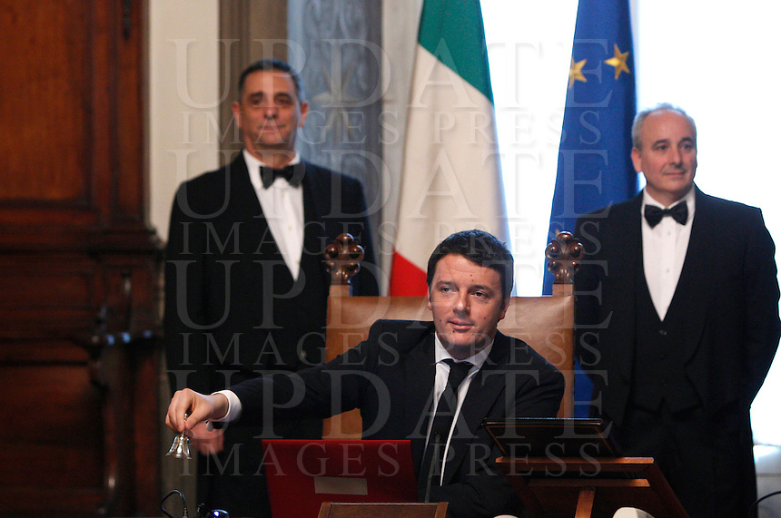 Il nuovo Presidente del Consiglio Matteo Renzi suona la campanella in apertura del suo primo consiglio dei Ministri a Palazzo Chigi, Roma, 22 febbraio 2014.<br /> Italian new Premier Matteo Renzi rings the bell to open his first cabinet meeting at Chigi Palace, Rome, 22 February 2014.<br /> UPDATE IMAGES PRESS/Riccardo De Luca