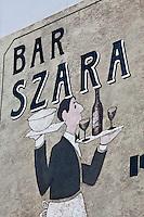 Europe/Voïvodie de Petite-Pologne/Cracovie: Mur peint, Enseigne du restaurant: Szara -  Vieille ville (Stare Miasto) classée Patrimoine Mondial de l'UNESCO,