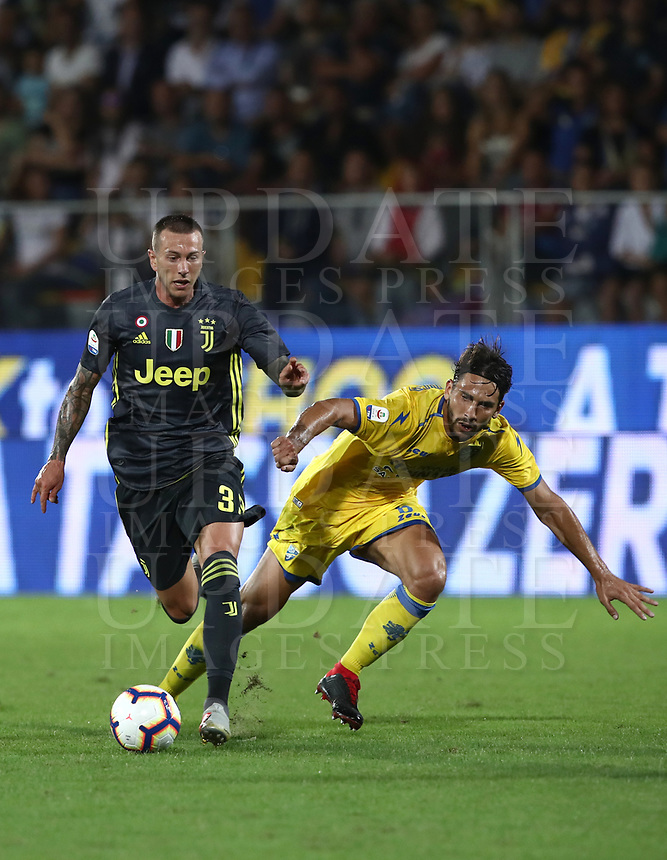 Calcio, Serie A: Frosinone-Juventus, Benito Stirpe stadium, Frosinone, September 23, 2018. <br /> Juventus' Federico Bernardeschi (l) in action with Frosinone's Edoardo Goldaniga (r) during the Italian Serie A football match between Frosinone and Juventus at Frosinone stadium on September 23, 2018.<br /> UPDATE IMAGES PRESS/Isabella Bonotto