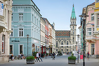 Germany; Free State of Thuringia, Meiningen: pedestrian area 'Georgstrasse' and town church | Deutschland, Freistaat Thueringen, Meiningen: Fussgaengerzone in der Georgstrasse, im Hintergrund evangelische Stadtkirche Unserer Lieben Frauen