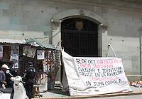 Oaxaca deJuárez,Oax.17/10/2015.- Ante la apatía por parte de la administración de Gabino Cué Monteagudo a sus demandas, mujeres indígenas triquis desplazadas de San Juan Copala continúan en la toma de todos los accesos del palacio de gobierno en la capital de Oaxaca.