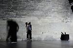 EXOTES..Chorégraphie Marc Vincent.Assistante Marine Combrade.Interprétation Mira Kang, Claire Malchrowicz, Marine Combrade (reprise de rôle, création par Stéphanie Pignon) Musique live et composition Nicolas Losson, Docteur Floy Scénographie lumière Sylvie Garot, Raphaël Vincent.Compagnie : artefactdanse.Le 21/06/2012.Cadre : Festival Uzes Danse 2012.Lieu : Jardin de l'Êvèché.Ville : Uzès.© Laurent Paillier / photosdedanse.com.All rights reserved