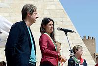 Roma, 25 Aprile 2018<br /> Luca Bergamo e Virginia Raggi.<br /> 73&deg; Anniversario della Liberazione dal Nazi fascismo<br /> Corteo fino a Porta San Paolo