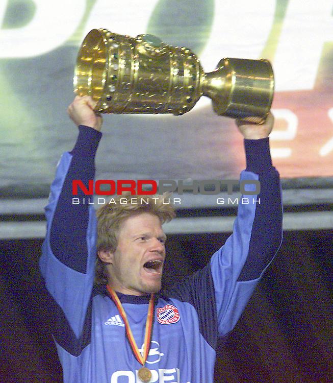 DFB-Pokal Endspiel 06.05.2000 SV Werder Bremen vs 1-FC Bayern Młnchen<br />  Olli Kahn<br /> <br /> Bankverbindung:<br /> Kreissparkasse Diepholz; Konto Nr. 7419 / BLZ 25651325<br /> Telefon: 04441-89400 / Fax: 04441-894022. Belegexemplar erforderlich<br /> http://www.nordphoto.de