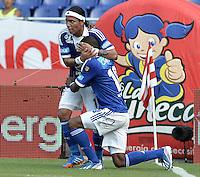 BARRANQUIILLA -COLOMBIA-27-10-2013. Wason Renteria (D) y Dayro Moreno (I) de Millonarios celebran un gol en contra de Atlético Junior durante partido válido por la fecha 16 de la Liga Postobón II 2013 jugado en el estadio Metropolitano Roberto Meléndez de la ciudad de Barranquilla./ Millonarios player Wason Renteria (R) and Dayro Moreno (L) celebrate a goal against  Atletico Junior during match valid for the 16th date of the Postobon League II 2013 played at Metropolitano Roberto Melendez stadium in Barranquilla city.  Photo: VizzorImage/Gabriel Aponte/STR