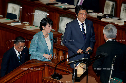 November 10, 2016, Tokyo, Japan - Japanese Prime Minister Shinzo Abe (R) votes for a no-confidence motion of Agriculture Minister Yuji Yamamoto (L) at the Lower House plenary session at the National Diet in Tokyo on Thursday, November 10, 2016. The no-confidence motion brought by opposition parties for Yamamoto's verbal gaffes was voted down by ruling parties.  (Photo by Yoshio Tsunoda/AFLO) LWX -ytd-