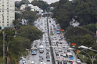 SAO PAULO, 26.07.2013 - TRANSITO SAO PAULO - Transito intenso na Avenida 23 de Maio no bairro da Vila Mariana na manha desta sexta-feira, 26. Foto: Vanessa Carvalho / Brazil Photo Press