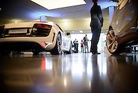 """Ein Elektro Auto der Firma Audi steht am Montag (27.05.13) in Berlin waehrend einer Internationalen Konferenz"""" Elektromobilität bewegt"""" in einer Halle. Foto: Timur Emek/CommonLens"""