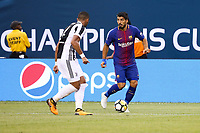 EAST RUTHERFORD, EUA, 22.07.2017 - JUVENTUS-BARCELONA - Luís Suarez  (D) do Barcelona (ESP) disputa bola com   Ivan Rakitic da Juventus (ITA) valido pela Internacional Champions Cup no MetLife Stadium na cidade de East Rutherford nos Estados Unidos neste sábado, 22. (Foto: William Volcov/Brazil Photo Press)