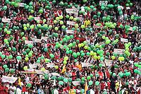 BOGOTÁ -COLOMBIA, 03-12-2016. Hinchas de Santa Fe rinden homenaje a los jugadores del Chapecoense de Brasil fallecidos en la tragedia aérea previo al durante el encuentro de vuelta entre Independiente Santa Fe y Independiente Medellín por los cuartos de final de la Liga Aguila II 2016 jugado en el estadio Nemesio Camacho El Campin de la ciudad de Bogota.  / Fans of Santa Fe give honors to players of the Chapecoense of Brazil who died in the airplane tragedy prior the second leg match between Independiente Santa Fe and Independiente Medellin for the final quarters of the Liga Aguila II 2016 played at the Nemesio Camacho El Campin Stadium in Bogota city. Photo: VizzorImage/ Gabriel Aponte / Staff