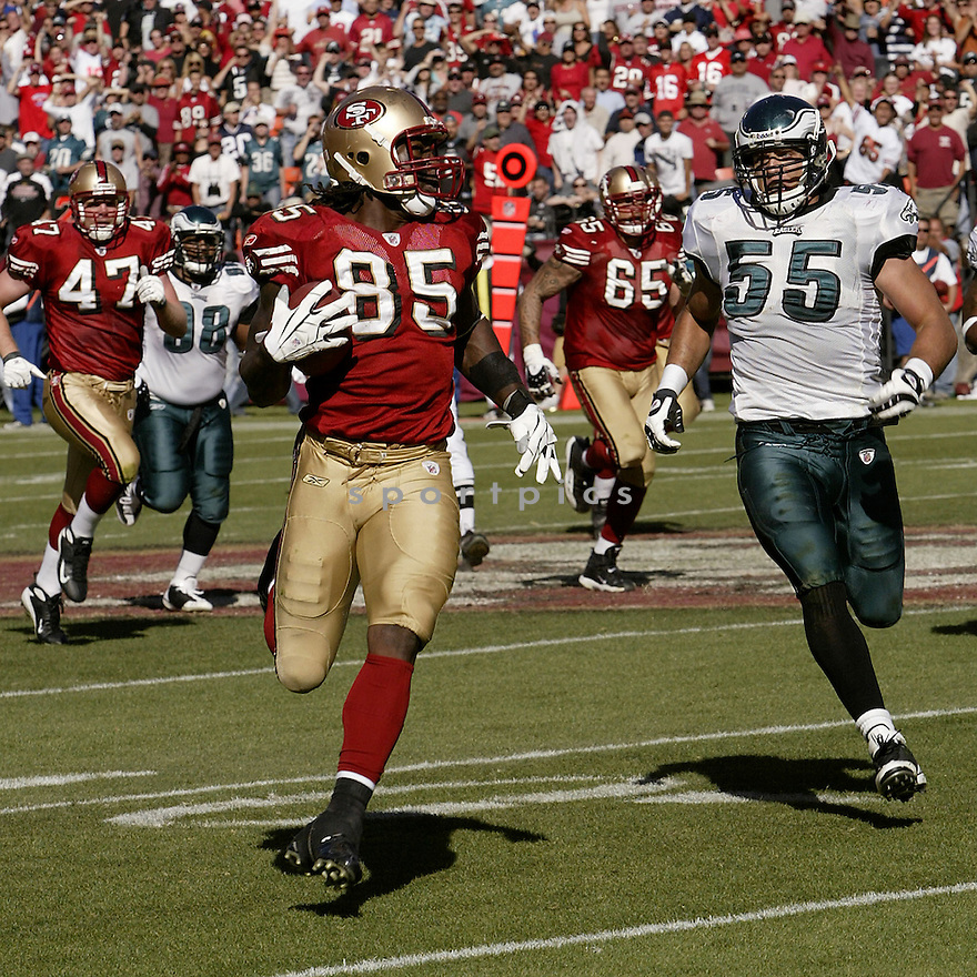 VERNON DAVIS, of the San Francisco 49ers , in action against the Philadelphia Eagles during the 49ers game in San Francisco, CA on October 12, 2008. ..Eaagles win 40-26