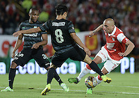 BOGOTÁ -COLOMBIA, 16-11-2014. Omar Perez (Der) jugador de Independiente Santa Fe disputa el balón con Diego Alejandro Arias (Izq) jugador de Atlético Nacional durante partido por la fecha 1 de los cuadrangulares finales de la Liga Postobón II 2014 jugado en el estadio Nemesio Camacho el Campín de la ciudad de Bogotá./ Omar Perez (R) player of Independiente Santa Fe fights for the ball with Diego Alejandro Arias (L) player of Atletico Nacional during the match for the first date of the final quadrangular of the Postobon League I 2014 played at Nemesio Camacho El Campin stadium in Bogotá city. Photo: VizzorImage/ Gabriel Aponte / Staff
