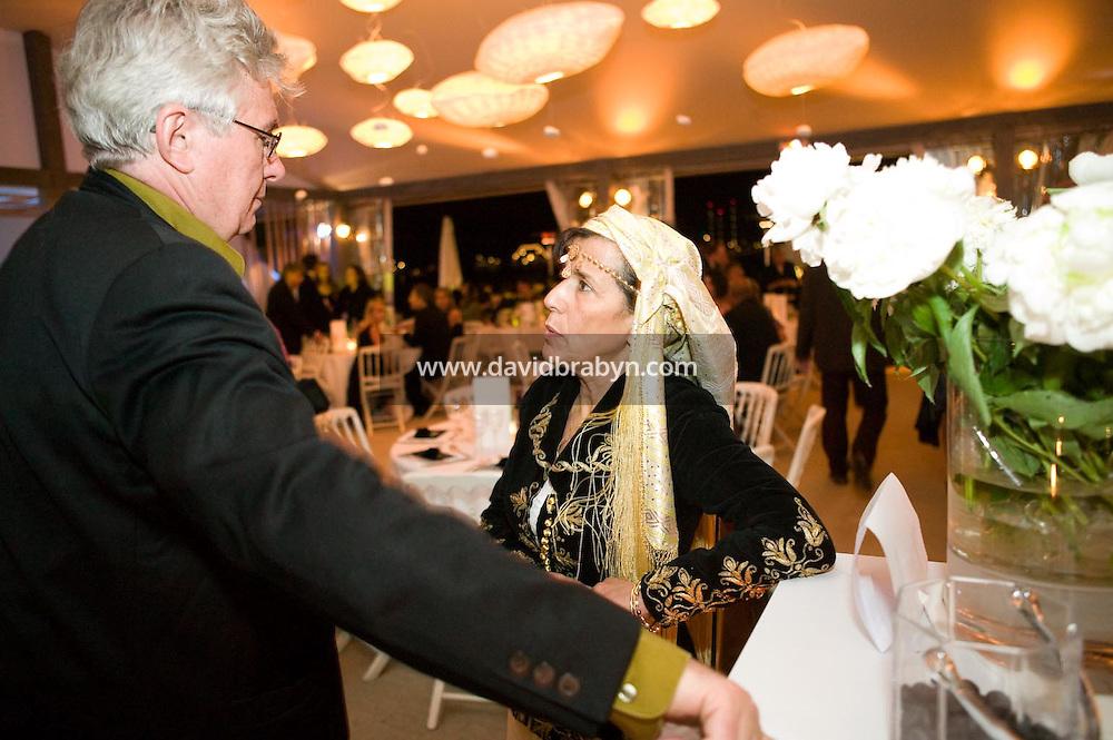 Yamina Bachir (G), diner, 20 ans de la Fondation Groupama-Gan pour le Cinema, Cannes, France, 18 mai 2007.