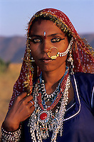India, Rajasthan, Portrait of local woman in traditional dress | Indien, Rajasthan, Portrait einer Einheimischen in traditioneller Kleidung