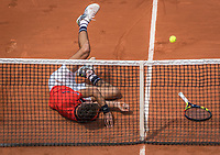 Paris, France, 29 May, 2017, Tennis, French Open, Roland Garros, Benoit Paire (FRA) falls<br /> Photo: Henk Koster/tennisimages.com