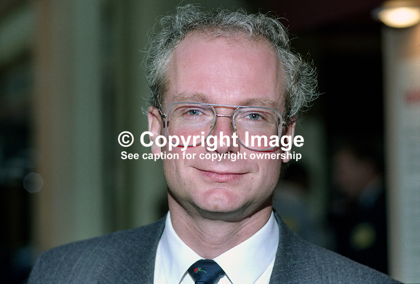Chris Smith, MP, Labour Party, Islington South & Finsbury, UK, 19901008002..© Victor Patterson, 54 Dorchester Park, Belfast, N Ireland. Tel: +44 2890661296; Mobile: +44 7802 353836; Emails: victorpatterson@me.com & victorpatterson@gmail.com; www.victorpatterson.com
