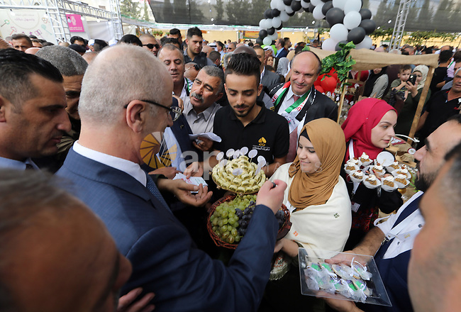 Palestinian Prime Minister, Rami Hamdallah, visits the Halhoul village near in the West Bank city of Hebron on September 10, 2018. Photo by Prime Minister Office