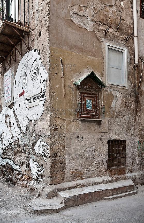 Palermo: an alley in the historic city center.<br /> Palermo: vicolo del centro storico
