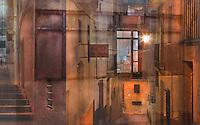 Recolzats sobre el pendent,<br /> els carrers estrets i costeruts<br /> teixeixen laberints,<br /> territoris reclosos<br /> on els dies transcorren<br /> dins d&rsquo;un paisatge d&rsquo;escales i balcons,<br /> de reixes protectores d&rsquo;una impossible intimitat<br /> perqu&egrave; la vida,<br /> lentament decandint-se,<br /> es comparteix<br /> a les finestres sempre atentes,<br /> als replans,<br /> sota un cel que s&rsquo;aprima<br /> damunt de les fa&ccedil;anes.<br />  <br /> I tanmateix el blau sobre els terrats<br /> i els ulls assedegats de llum.<br /> <br /> Carles Duarte i Montserrat