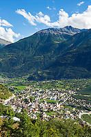 Switzerland, Canton Valais, Leuk: with Bishop's Castle | Schweiz, Kanton Wallis, Leuk: am Nordhang des Rhonetals mit dem Bischofsschloss Leuk
